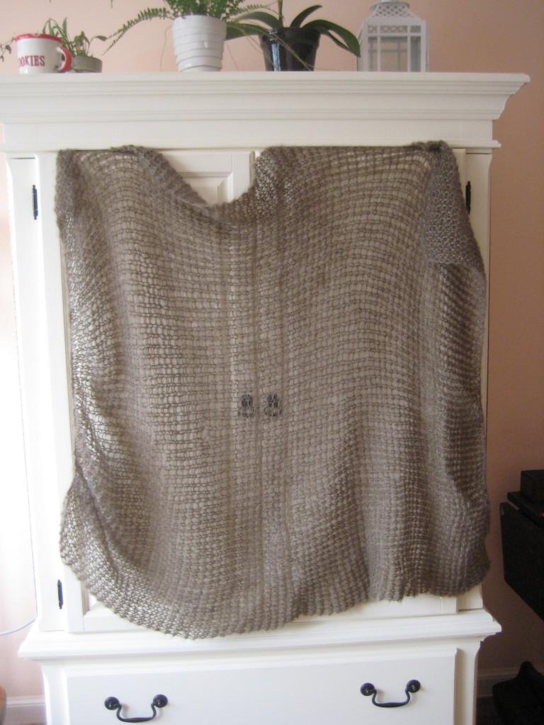 shawl hanging